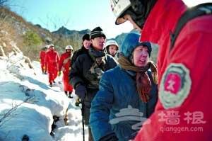 夫妻被困长城鞋被冻住无法下山 求助110获救