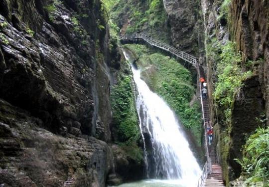 滴水壶-乌龙峡谷避暑山庄