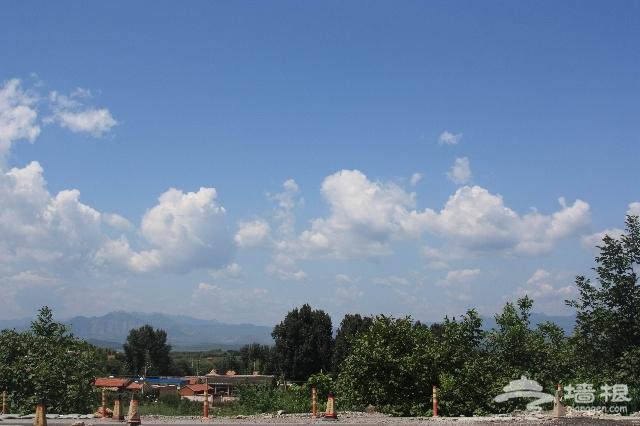 去的路上,在农家院吃了饭,拍拍蓝蓝的天和白白的云