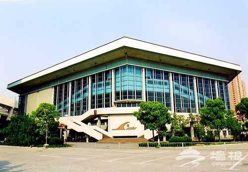六角形的透明盒子:上海游泳馆