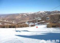 南山滑雪场:休闲为主戏雪赏雪为辅