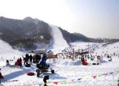 云居滑雪场:溜冰冰陀螺爱好者的天堂