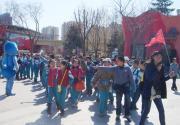 北京欢乐谷迎来首批500人学生旅游团