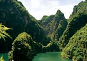 """京郊避暑游:龙庆峡大峡谷中""""水上飞"""""""