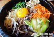 在北京品尝正宗的石锅拌饭