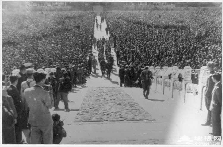 老照片:北京故宫太和殿举行的华北战区受降仪式[墙根网]