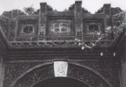 北京胡同中尚存的拱门砖雕