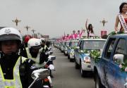 53名国际旅游小姐汇聚赤壁 上演花车巡游