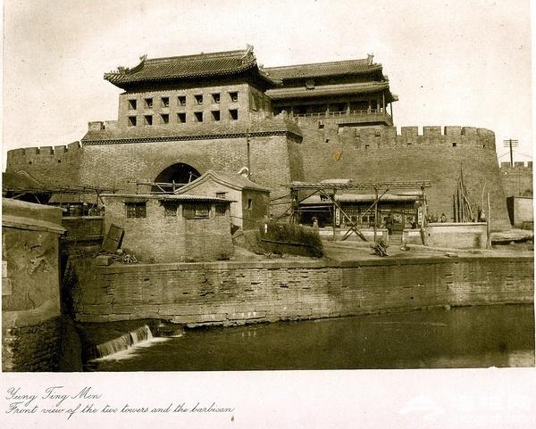 永定门瓮城及护城河(喜仁龙:《北京的城墙与城门》),北京曾经一点也不缺水