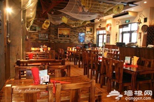 申德勒码头餐厅内,充满海港码头元素的装饰环境 来源:刘立