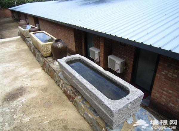 鑫双泉度假村 长城脚下流水式庭院
