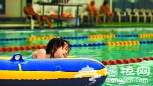 青年湖公园水上世界夜泳