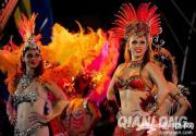 情迷欢乐谷:巴西国模领衔!桑巴热浪席卷京城