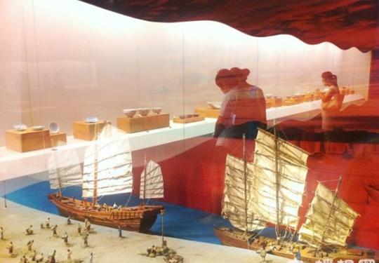 中国第1艘古代船体华光礁1号打捞现场进首博
