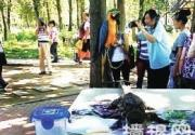 北京野生动物园被指虐待动物 小鳄鱼被缠嘴与游客合影