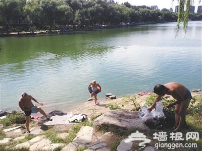 北京公园 翻墙进公园 下山有黑车[墙根网]