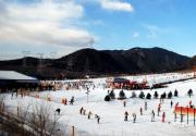 京郊军都山滑雪场 游走于白天与黑夜的浪漫