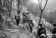 近二百驴友逃票进泰山被拦