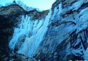 天仙瀑冰瀑冰潭冰水相连