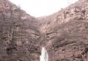 黑龙潭 50米垂直冰瀑悬停山崖之上