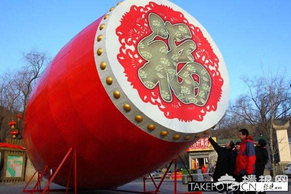 巨型福鼓亮相八大处庙会 长10米堪称全国最大[墙根网]