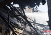 北京什刹海一餐馆起火 殃及附近多家商铺
