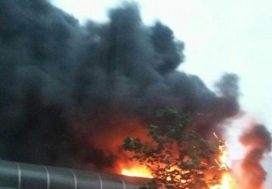 仓库起火引燃北京地铁13号线隔声屏障