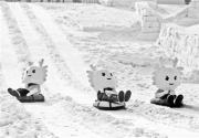 """龙宝儿带您堆雪人 来龙潭公园  和""""龙宝儿""""一起冰雪奇缘吧"""