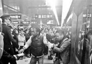 外籍男地铁劝架被打?剧情反转