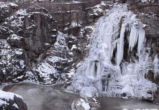 京郊冰天雪地 延庆惊现寒冰瀑