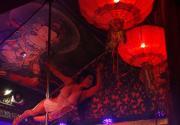后海冬日夜色:酒吧街钢管舞女清凉热舞