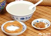 """皇城豆汁儿的没落:他乡人的""""毒药"""",老北京人的蜜糖"""