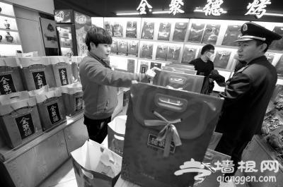 """北京热门景区周边多家超市售卖假""""全聚德"""""""