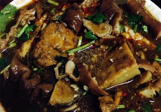 在四九城之称的北京 吃地道特色美食
