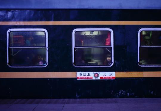 北京春运首趟列车车窗特写