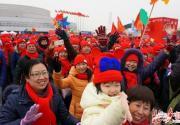 北京丰台万人徒步园博园迎新春 到处飘红喜气洋洋