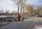 北京春节前夕街道显冷清 什刹海人少车稀
