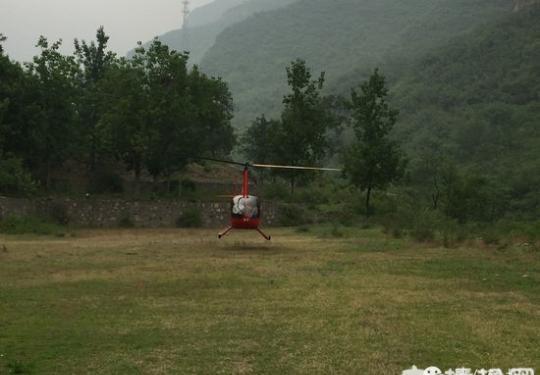 观光直升机坠水库 保佑失联驾驶员和小女孩平安归来