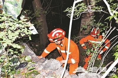 驴友迷路被困 30余名救援人员营救18小时