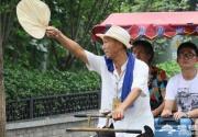 老北京城里的后海三轮车夫