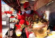 北京龙潭庙会热闹非凡 美食老字号价格最公道
