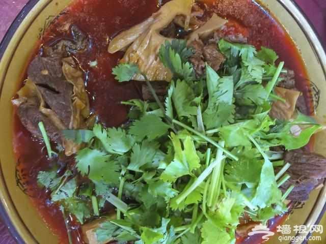 """川藏线上的""""苍蝇馆子"""", 三个人一顿饭吃了1千, 真那么贵[墙根网]"""