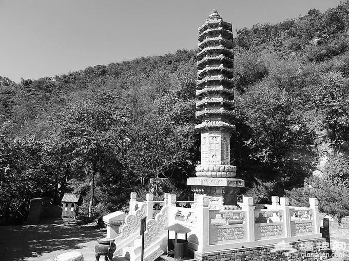 《少林寺》中的塔林北京也有 门头沟戒台寺32塔两座已逾千年[墙根网]