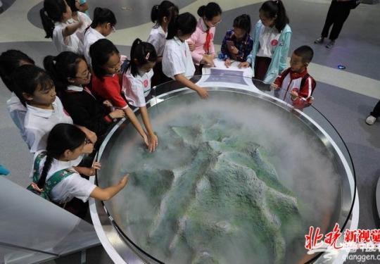 北京科学中心上午迎首批千名参观者 孩子们大呼过瘾