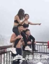 """两位女游客在玉龙雪山""""赤裸""""上身""""骑""""男友[墙根网]"""