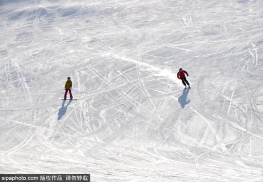 冬季到张家口去滑雪 享受运动乐趣