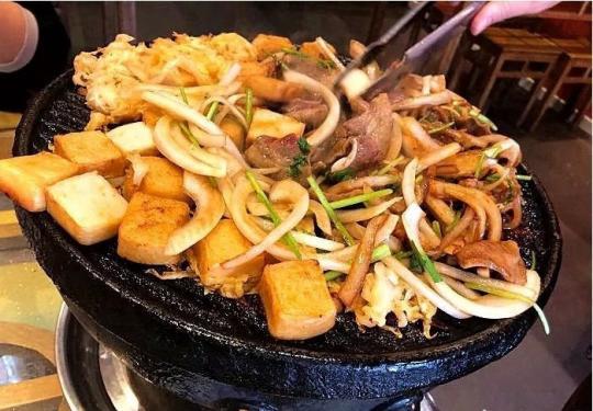 吃腻了各种花式烤肉,不妨感受一下最北京的烤肉