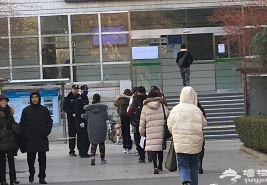 """2019北京公务员考试举行 数万考生角逐3千余个""""金饭碗"""""""