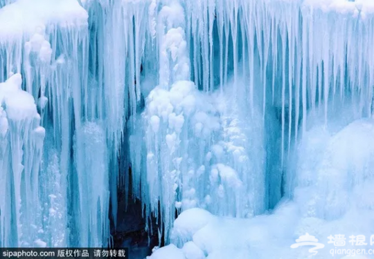神奇峡谷,泉水变身冰瀑多姿多彩,成冬季拍摄胜地!