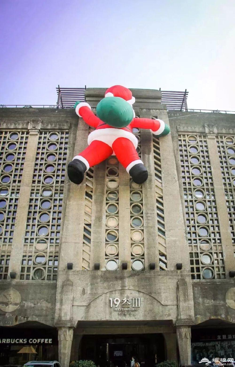魔都圣诞新打卡地诞生 8米巨型爬墙圣诞老人亮相[墙根网]